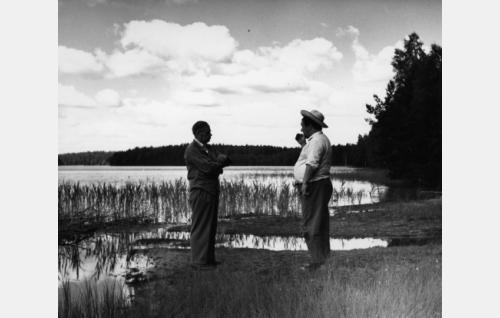 Ohjaajat Toivo Särkkä (vas.) ja Aarne Tarkas.