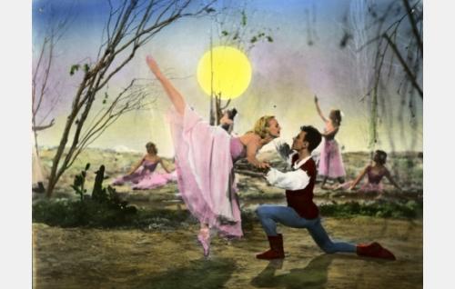 Taikayö-baletti. Väritetty kuva.
