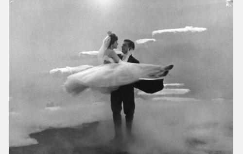 Pirkko Mannolan ja Esko Salmisen Kaunis morsian -tanssikohtaus.