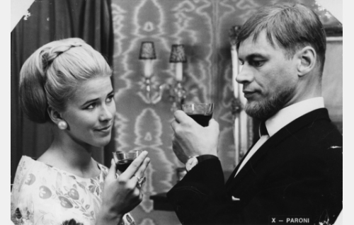 Wilhelm von Tandem / Kalle (Spede Pasanen) ja Kerstin-neiti (Meri Lii).