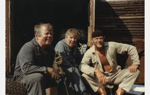 Sörsselssön (Simo Salminen, vas.), Aivokainen, mekaanikko (Pentti Siimes) ja Härski-Hartikainen (Spede Pasanen).
