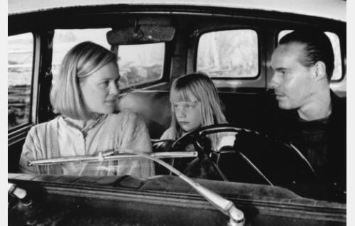 Marja (Elina Hurme), Aino (Aino Aaltonen) ja Juhani (Hannu Kivioja). Kuva: Marja-Leena Helin.