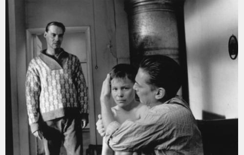Juhani Haavisto (Hannu Kivioja), Juhani 8-vuotiaana (Antti Mattila) ja Juhanin isä nuorena (Matti Onnismaa). Kuva: Marja-Leena Helin.