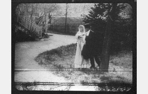 Sylvi, Akselin vaimo (Aili Rosvall), Aksel Vahl, notario (Teuvo Puro)