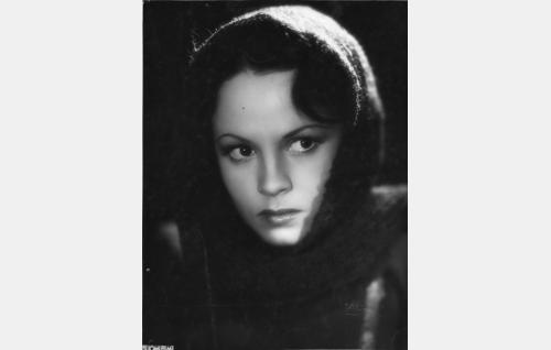 Katjushka Danilova, kenraalin tytär (Tuulikki Paananen)