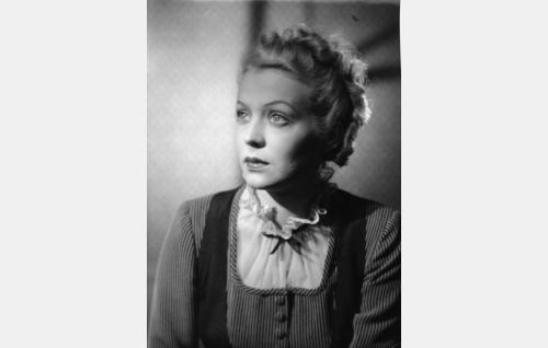 Marja Niskanen, senaattorin tytär (Helena Kara)