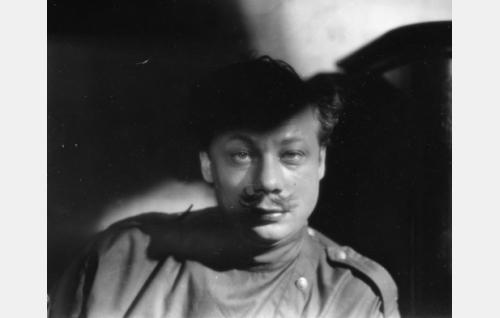 santarmiluutnantti Dimitri Pjotrovitsh Semenov, eversti Vasiljevin adjutantti (Sasu Haapanen)