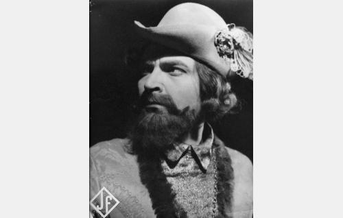 Klaus Kurki (Santeri Karilo).