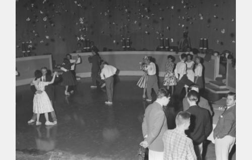 Illan viimeinen tango tanssikohtausta kuvataan.
