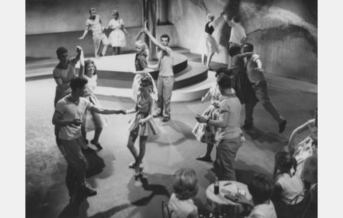 Rock-tanssia Myyränpesässä.