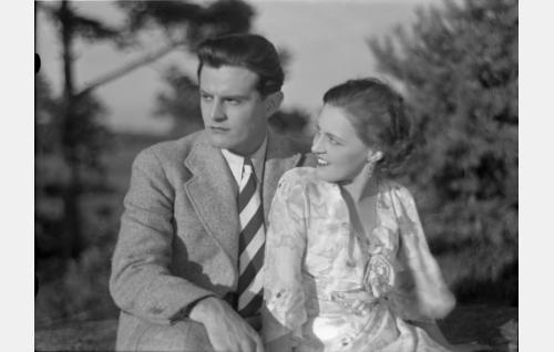 Sirkka Mares (Ansa Ikonen), Kirsti Kallio (Birgit Nuotio)