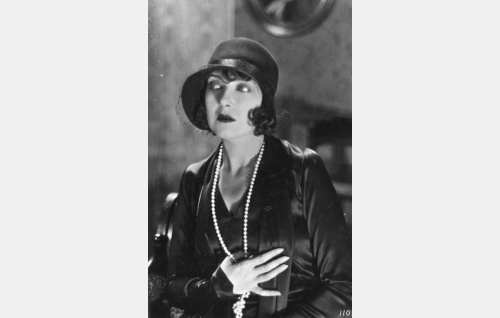 Kreivitär Maria Feodorovna (Anielka Elter). Itävaltalainen Elter oli ohjaaja von Haartmanin Hollywoodin aikaisia tuttavia.