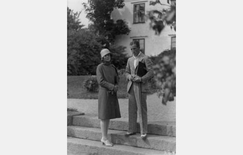 Ohjaaja Carl von Haartman ja käsikirjoittaja Gerda Hintze.
