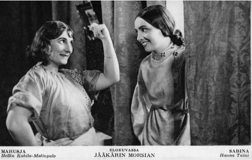 Tarjoilija Marusja (Hellin Kahila-Matinpalo) ja tanssija Sabina (Hanna Taini).