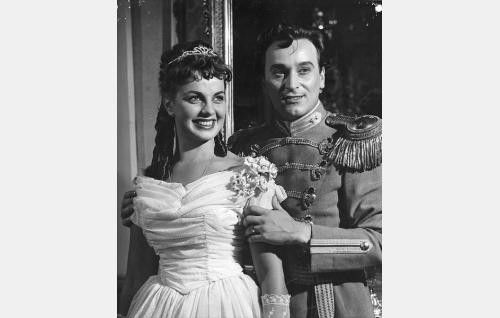 Karin (Raili Mäki) ja Martin von Tandenskiöld (Ekke Hämäläinen).