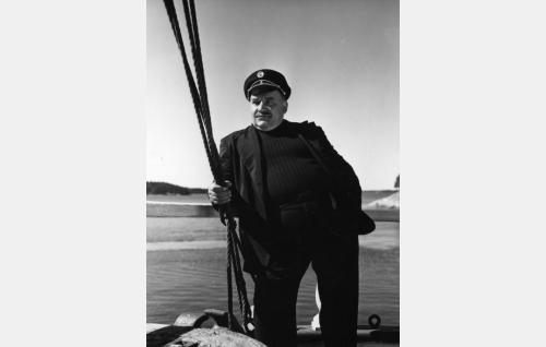 Kapteeni Jussi (Matti Aulos).