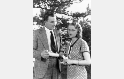 Antti (Jalmari Rinne) ja Helmi (Helena Koskinen).