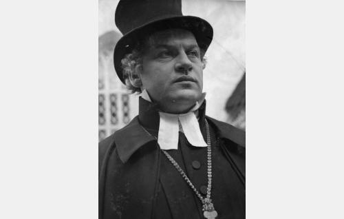 Porvoon hiippakunnan piispa (Ossi Elstelä).