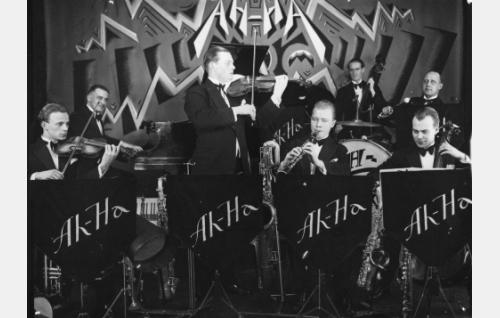 Ah-ha Jazz Band.