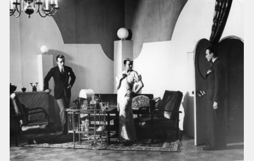 Jack Irbaum (Carl von Haartman), rouva Orma (Inkeri Kare) ja Joel Orma (Theodor Tugai).