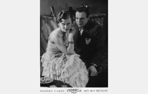 Iris Vild (Ellen Parviainen)  ja Joel Orma (Theodor Tugai).