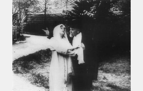 Sylvi (Aili Rosvall) ja Aksel (Teuvo Puro).