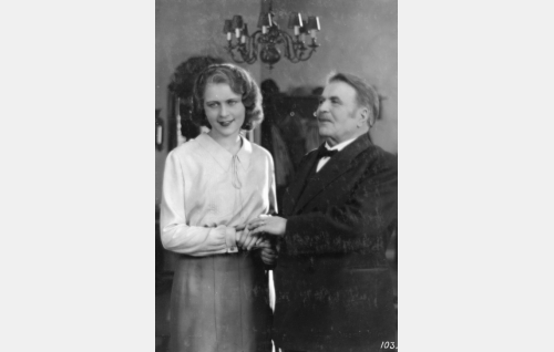 Kosken Leena (Helena Koskinen), Kustaa Koski, Leenan isä (Hemmo Kallio)