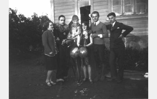 Flor Martynov (toinen vas.), Theodor Tugai ja Valentin Vaala (toinen oik.).